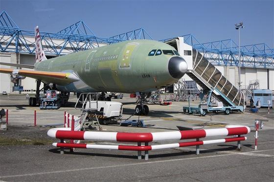 Hotové letadlo před letem do lakovny