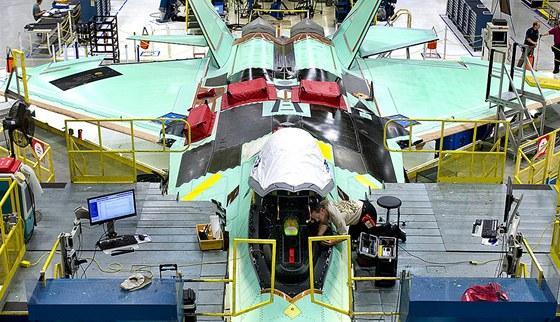 Výrobní linka F-22 Raptor společnosti Lockheed Martin