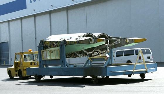 Doprava podsestav F-22 Raptor na výrobní linku