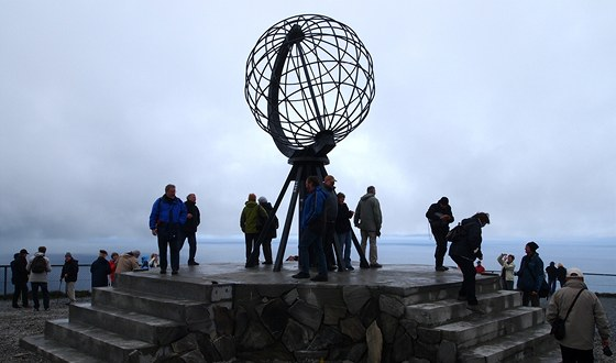 Nordkapp a jeho ocelov globus. Nm bohuel neplo poas na plnon slunce.