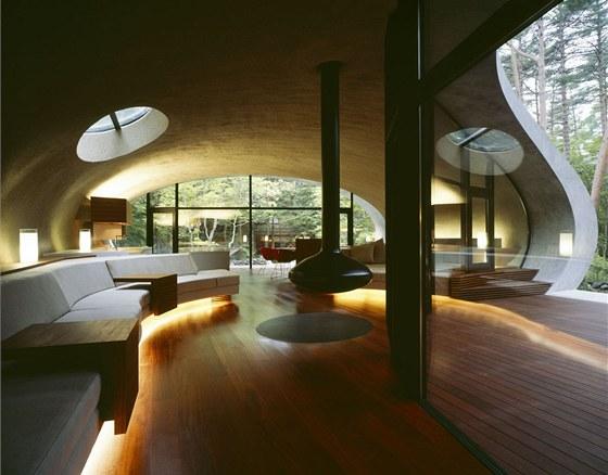 Nábytek je vyrobený z dubového masivu v přírodním nebo bílém krycím laku.