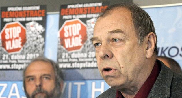 P�edseda �MKOS Jaroslav Zavadil oznamuje zahájení kampan� Stop vlád�.