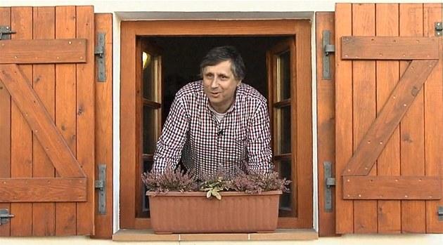 Jan Fischer ve svém videu, které neoficiáln� otvírá prezidentskou kampa�