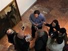 Sběratel Patrik Šimon ukazuje obrazy, které budou k vidění v Oblastní galerii