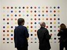 Damien Hirst vystavuje v Londýně svá díla. Návštěvníci jeho retrospektivy si