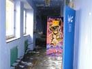 Vnitřní prostory bývalého J-klubu v Novém Jičíně jsou většinou zcela zničené a