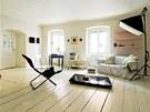 Velký prostor slouží jako ateliér i obývací pokoj.