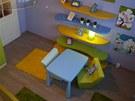 Křesílka u pracovního stolku jsou lehká, vyrobená z recyklovaného polystyrenu.