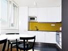 Nahlédnutí do kuchyně s jídelním koutem