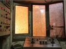 Vysoká pec někdy potrápí obsluhu při odpichu. Svědčí o tom okno ovládání odpichového stroje.