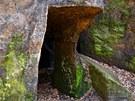 Pozůstatky skalních obydlí
