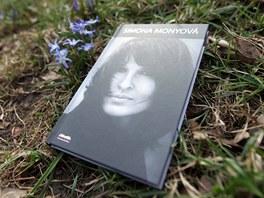 Rodina zavražděné spisovatelky Simony Monyové vydává její biografii.