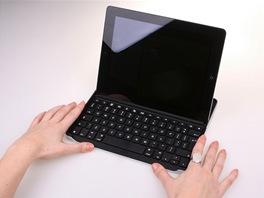 Logitech Zagg - pouzdro / klávesnice pro iPad 2. Spolupracuje i s iPadem 3.