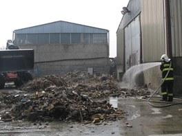 V olomoucké čtvrti Černovír museli hasiči likvidovat požár odpadu.