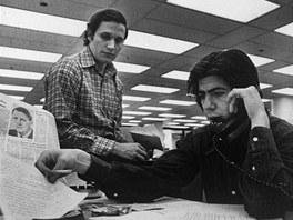 Novináři Bob Woodward a Carl Bernstein z listu Washington Post, kteří se