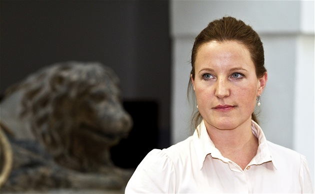 Vicepremiérka Karolína Peake ohla�uje sv�j odchod z V�cí ve�ejných a jejich
