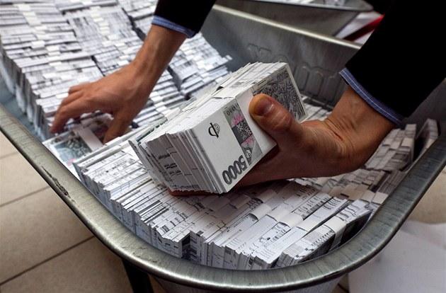P�edstavitelé KDU-�SL nechali natisknout 3,5 miliardy korun a dovezli je p�ed