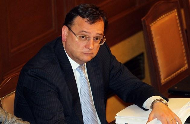 Premiér Petr Ne�as p�i hlasování o d�v��e vlád�.