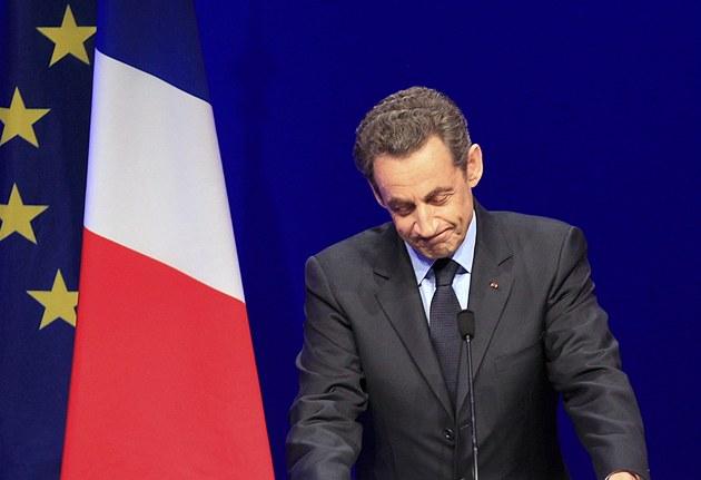 Sarkozy ode�el z prvního kola prezidentských voleb pora�en