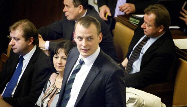 Poslanec okusil protikorupční zákon. V bance mu nechtěli zřídit účet - iDNE