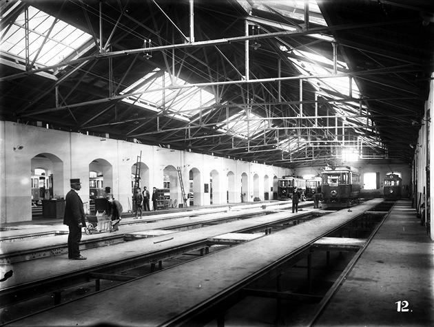 Interiér druhé lod� vozovny kolem roku 1917