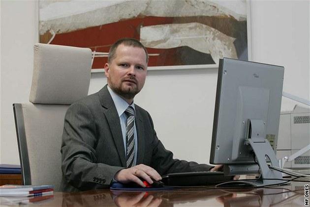 Rektor Masarykovy univerzity v Brn� Petr Fiala p�i on-line rozhovoru