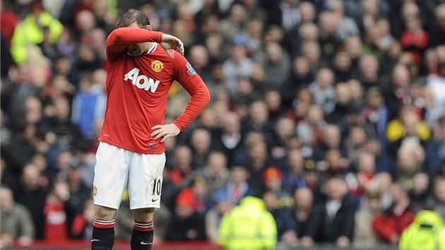CO JSME TO PROVEDLI? Wayne Rooney z Manchesteru United po utkání s Evertonem, v