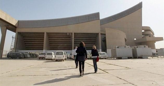 Jakmile byla hala dokon�ena, hostila celé generace iráckých sportovc�, hrá��...