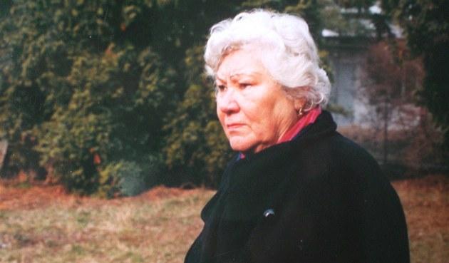 Helena Vovsová na míst� hrobu Klause Heydricha
