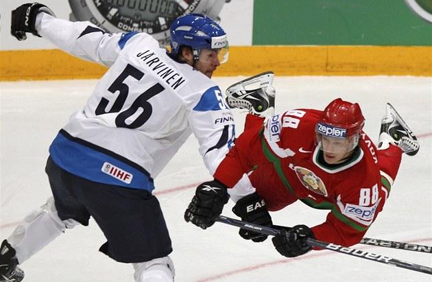 LÉTAJÍCÍ B�LORUS. Obhájci titulu Finové nem�li v úvodním utkání domácího