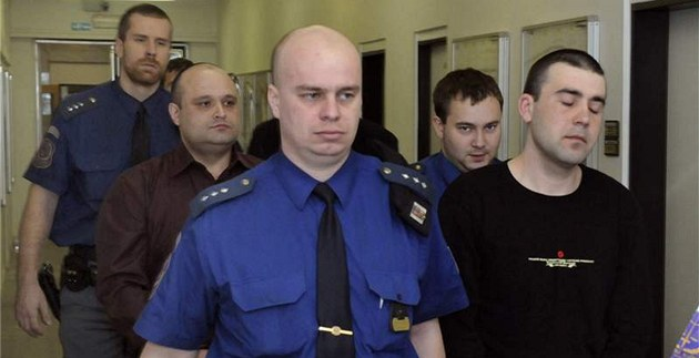 Ukrajinci Vasyl Benca (druhý zleva), Volodymyr Dubleny� (druhý zprava) a