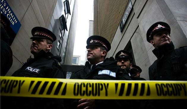 Brit�tí policisté