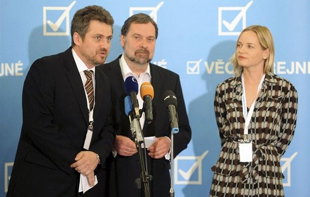 Místop�edseda strany Ji�í Kohout, p�edseda Radek John a místop�edsedkyn�