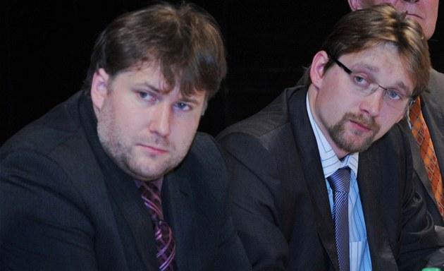 Nového �éfa �SD Davida �ermáka (vlevo) do funce jmenoval ministr dopravy Pavel