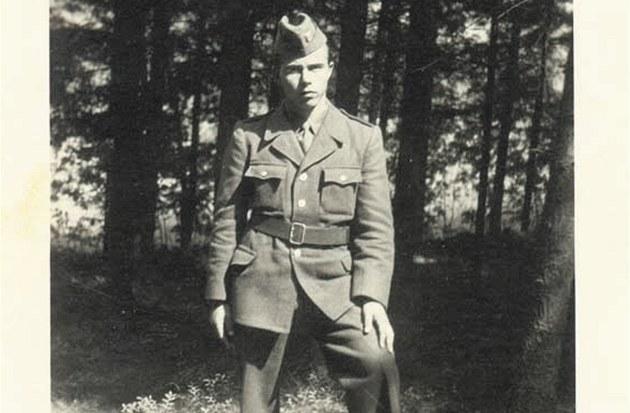 Rudolf Fuksa v uniform� p�íslu�níka pohrani�ní strá�e