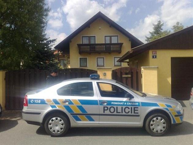 Policie 15. kv�tna 2012 prohledává d�m �éfky kladenské nemocnice Kate�iny