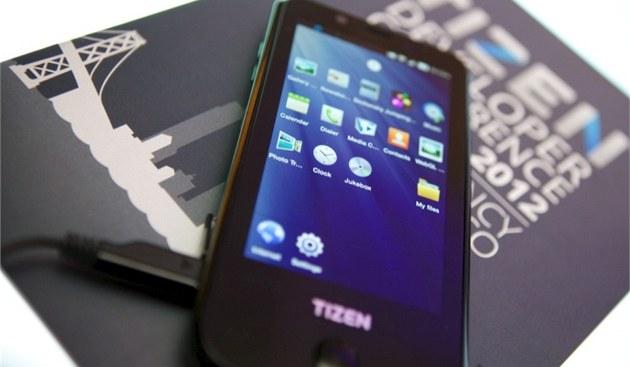 Samsung GT-i9500 s OS Tizen 1.0 Larkspur
