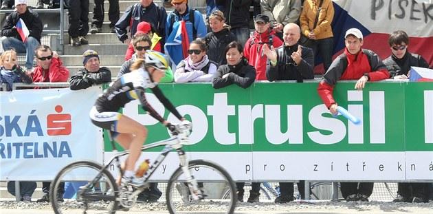 Zatímco fanou�ci hnali závodníky v Novém M�st� na Morav� za lep�ím výsledkem,