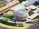 Dominantou ekofarmy Andreje Babiše je jízdárna inspirovaná čapím hnízdem.