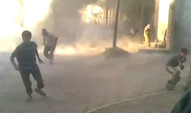 Obyvatelé  Húlá zachytili krveprolití na mobilní telefony (27. kv�tna 2012)