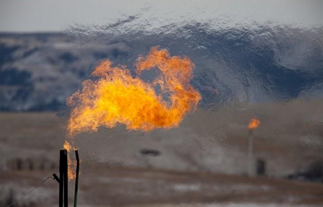 Spalování zemního plynu p�i t�b� v americké b�idli�né  formaci Bakken