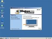 Windows 2000 Professional zjednodušuje instalaci hardwaru tím, že přidá podporu pro širokou škálu nových Plug and Play zařízení, včetně pokročilých síťových a bezdrátových produktů, USB, FireWire (IEEE 1394) a infračerveného zařízení. Vychází ze síťového systému Windows NT.