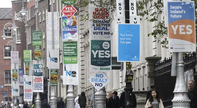 Irové v referendu rozhodovali o p�ipojení se k evropskému fiskálnímu paktu.