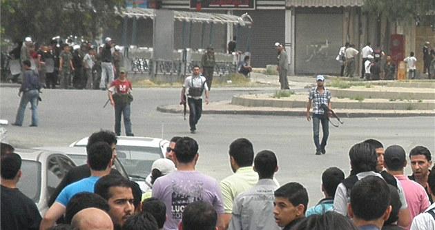 �abíha v akci. Asadovy polovojenské jednotky se chystají k zásahu proti