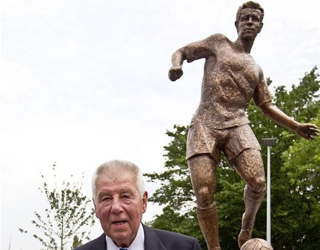 Odhalení sochy Josefa Masopusta v parku na Julisce.