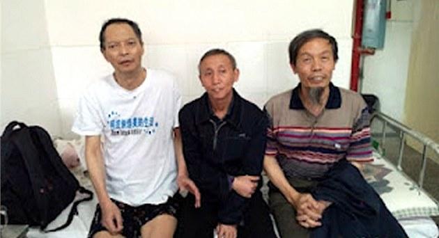 �ínský disident Li Wang-jang (vlevo) pózuje na archivním snímku spole�n� se