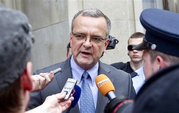 Miroslav Kalousek mezi demonstranty p�íznivc� platformy Stop vlád� p�ed