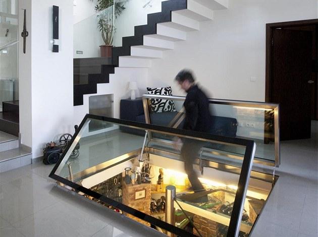 Vinotéka, která je nejvýrazn�j�ím prvkem domu, funguje bez podpory ventilátoru.