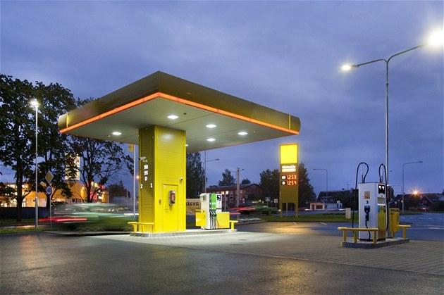 Litr benzinu Natural 95 i nafty na Ukrajin� stojí v pr�m�ru kolem 27 korun za litr. Ilustra�ní snímek
