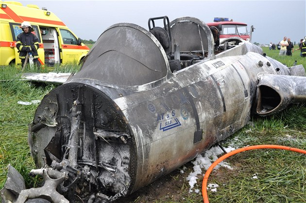 Pád letounu L-29 Delfín u obce �eradice na Lounsku (10. �ervna 2012)